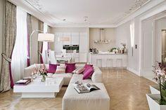 Uma decoração que mais parece com um bolo, doce, leve, e coberto por um glacê cor-de-rosa...