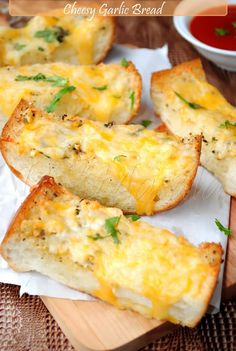 "Easy-Cheesy Garlic Bread ""best garlic bread ever"" I should never have pinned this"