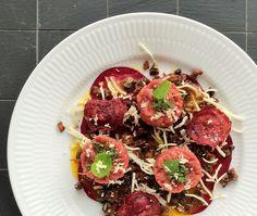 FOOD BY SKADBORG SVARE: Kalvetatar med friterede rødbeder og kapers, bacon...