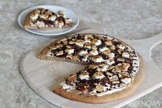 S'more dessert pizza