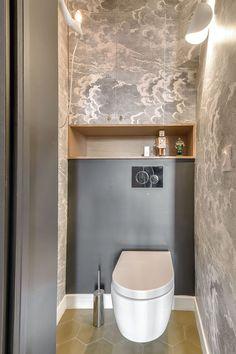 Papier peint toilettes - Nuvolette gris - Cole and Son - © Interior Design. Small Toilet Room, Guest Toilet, Small Bathroom, Bathrooms, Wallpaper Toilet, Bathroom Wallpaper, Bathroom Interior Design, Interior Design Living Room, Bathroom Fan Light