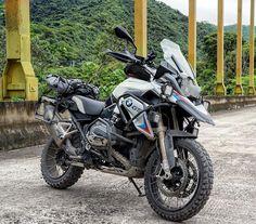 """Gefällt 1,105 Mal, 17 Kommentare - Michel Delcourt (@micheldelcourt) auf Instagram: """"The perfect adventure machine BMW GS 1200 ⛰⛰ #rideandshare #motosdeaventura #biker #motorrad…"""""""