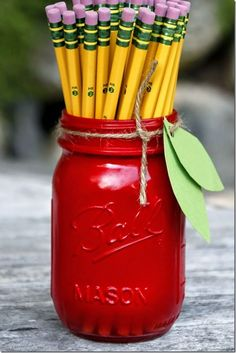 Teacher Gift Idea using Mason Jars - Apple Mason Jar - Mason Jar Crafts Love