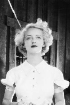 Bette Davis in 'The Cabin in the Cotton', 1932. S)