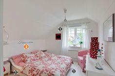 http://vialactealeatoria.blogspot.com.br/2015/12/quartos-pequenos.html #decoração #quartos #pequenos #dicas #blog #azul #bedroom #como #fazer #casa #arquitetura #casal #tumblr #decoração #decorar #interiores #cama #menina #feminino #mulher #casamento #casa #nova #idéias #dicas