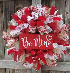 If you are looking for Diy Valentines Wreath Ideas, You come to the right place. Here are the Diy Valentines Wreath Ideas. This article about Diy Valentines Wr. Diy Valentines Day Wreath, Valentines Day Decorations, Valentine Day Crafts, Valentine Ideas, Printable Valentine, Homemade Valentines, Valentine Box, Deco Wreaths, Holiday Wreaths