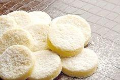 Ingredientes 100g de açúcar de confeiteiro 200g de farinha de trigo 100g de amido de milho (maisena) 200g de manteiga sem sal em temperatura ambiente 1 fava de baunilha (utilizar apenas as sementes…