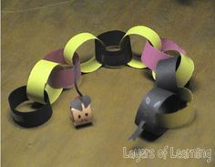 If you're learning about deserts, use this lesson about desert animals and make a predator and prey paper chain craft of the coral snake and kangaroo rat. Preschool Lessons, Preschool Crafts, Crafts To Do, Crafts For Kids, Kangaroo Rat, Desert Biome, Coral Snake, Desert Animals, Paper Chains