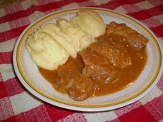 CIRMICICA A KONYHABAN: HAGYMAS SZELET Pork Recipes, My Recipes, Mashed Potatoes, Beef, Ethnic Recipes, Food, Hungarian Recipes, Whipped Potatoes, Essen