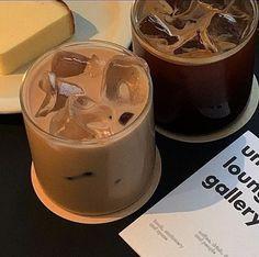 Coffee Cafe, Iced Coffee, Coffee Drinks, Coffee Shop, Coffee Lovers, Coffee Break, Morning Coffee, Aesthetic Coffee, Brown Aesthetic