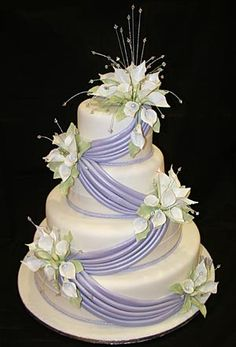 Unique Wedding Cakes | Jewelry for Wedding Cakes | Wedding Tips
