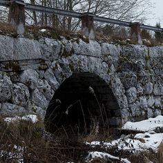 Stenbro i Våmhus Far Away, Bridges, Mount Rushmore, Places To Go, Spaces, Mountains, Architecture, Travel, Voyage