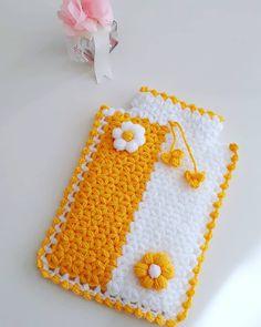 Childrens Purses, Crochet Girls Dress Pattern, Diy Table, Diy Crochet, Diy And Crafts, Elsa, Girls Dresses, Crochet Hood, Carpet