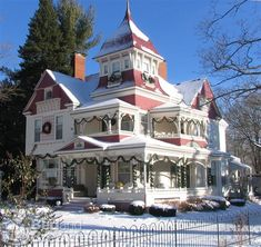 Image detail for -Grand Victorian Bed Breakfast Inn Bellaire Michigan - Family Hotel . Victorian Architecture, Beautiful Architecture, Beautiful Buildings, Beautiful Homes, Historic Architecture, Beautiful Places, Victorian Bed, Victorian Style Homes, Victorian Christmas