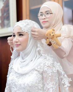 ideas bridal hijab dresses muslim brides for 2019 Muslimah Wedding Dress, Muslim Wedding Dresses, Disney Wedding Dresses, Muslim Veil, Muslim Brides, Bride Veil, Wedding Bride, Wedding Veils, Wedding Hijab Styles