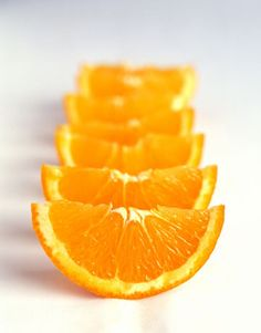 10 Natural Sources of Vitamin C You may be surprised to find which food ranks number one. Hint: It's not oranges.You may be surprised to find which food ranks number one. Hint: It's not oranges. Fruit And Veg, Fruits And Vegetables, Fresh Fruit, Fruit Food, Photo Fruit, Vitamin C Foods, Iron Vitamin, Eat Better, Orange Slices