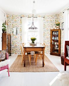 Accent wall in this kind of pattern House Inspiration, House Colors, Beautiful Furniture, Interiors Dream, Interior Design, Apartment Decor, Wooden House Decoration, Home Deco, Retro Home
