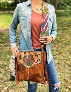 Custom purse by ArteVae Tooled Leather, Leather Tooling, Leather Purses, Leather Bag, Western Chic, Western Wear, Custom Purses, Leather Crafting, Western Purses