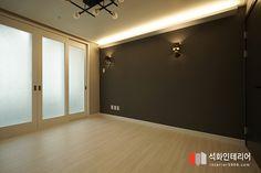 인더스트리얼인테리어 - 수영구 민락 롯데캐슬자이언트 45평 리모델링 / 무게감이 느껴지는 모던인테리어, 간접조명 활용 : 네이버 블로그 Bathroom Lighting, Floor Plans, Flooring, How To Plan, Mirror, House, Furniture, Home Decor, Bathroom Light Fittings