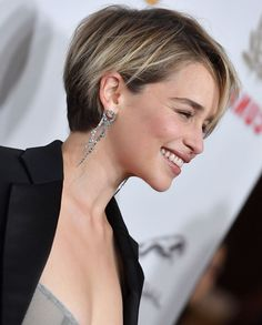 20 Short Haircuts You Will Love in 2019 What about entering the new year with a new hair style? You can adapt the new styles of the new year. We have prepared for you the trendy hair cuts of 2019 year. You can find the sections that fit your style below. Stylish Short Haircuts, Best Short Haircuts, Cute Hairstyles For Short Hair, Trending Hairstyles, Curly Hair Styles, Trendy Hair, Hairstyles Haircuts, Layered Hairstyles, Pixie Haircuts