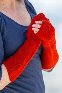 The Olivenhain Fingerless Mitts by Irina Anikeeva have great cable stitch definition thanks to Valley Yarns Huntington. Quick Knitting Projects, Fingerless Mitts, Pattern Library, Knit Mittens, Stockinette, Pattern Blocks, Yarns, Arm Warmers, Fiber Art