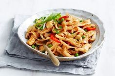Healthy tuna mornay recipe Chicken Sausage, Slow Cooker Chicken, Toffee Crisp, New Recipes, Dinner Recipes, Custard Cake, Sausage Rolls, Pork Belly, Tray Bakes