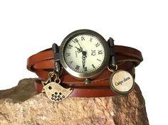 bracelet concept montre cuir marron breloque oiseau bronze carpe diem : Montre par impulsion-creation