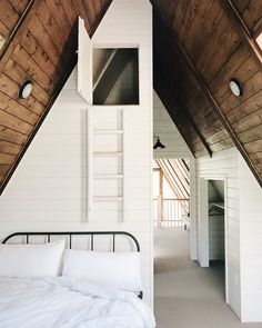 A frame dream. Recent A-Frame Redos That'll Make You Want To Hibernate Hard A Frame Cabin, A Frame House, Style At Home, Bedroom Frames, Casa Loft, Design Apartment, Apartment Therapy, Cabin Interiors, Bedroom Loft