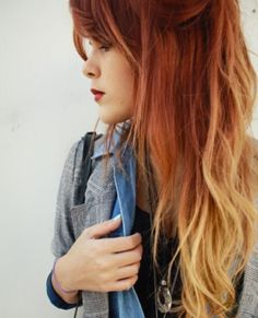 Are you a fan of red ombre hair? Have you been looking for instructions on how to pull it off? Use this tutorial to come up with awesome red ombre hair Hair Blond, Red Ombre Hair, Auburn Ombre, Auburn Hair, Orange Ombre, Auburn Balayage, Blonde Balayage, Auburn Brown, Light Auburn
