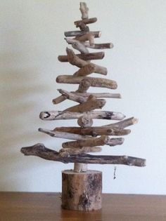 Driftwood Tree Christmas Crafts, Merry Christmas, Wooden Tree, Christmas Table Decorations, Tree Designs, Funny Games, Diy And Crafts, Driftwood Ideas, Shabby