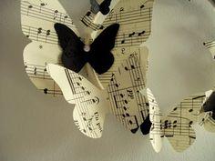 Tres debilidades... Mariposas, partituras y móviles