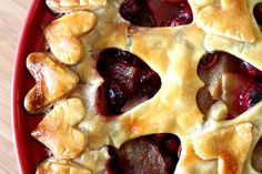 PEAR-CRANBERRY HEART PIE... pretty pie!