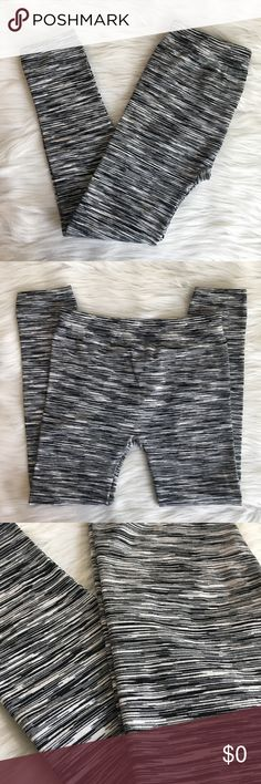 """Connection black and white crop leggings Brand: Connection Size: S/M Type: fashion leggings, crop leg style Details: no pockets, thick warm fabric Waist measurement: 12.5"""" across  Inseam: 23"""" Length: 31"""" Material: 92% polyester, 8% spandex Condition: preloved, excellent Connection Pants Leggings"""