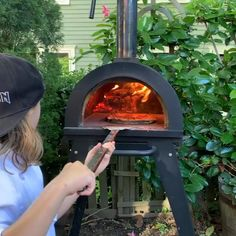 Mobile Pizza Oven, Diy Pizza Oven, Pizza Oven Outdoor, Wood Oven, Wood Fired Oven, Wood Fired Pizza, Cool Kitchen Gadgets, Cool Kitchens, Home Interior Accessories