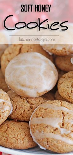 Soft Honey Cookies - a kind of chewy honey gingerbread spice cookies that are soft enough to be eaten immediately after baking - no waiting time for them to soften! Winter Desserts, Great Desserts, Köstliche Desserts, Delicious Desserts, Dessert Recipes, Health Desserts, Desserts With Honey, Dessert Bread, Honey Recipes
