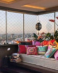 || Bom dia com esse lindo cantinho na varanda com decoração em futon de linho! Eu amei! Super zen e inspirador!!|| Um ótimo dia pra vocês!! #archilovers #archidaily #archicurious #arquitetacuriosa #arquitetafeliz #interiordesign #design #details #detalhes #homedecor #homedesign by arquiteta.curiosa http://discoverdmci.com