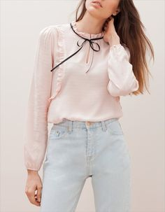Romantic shirt with tie detail