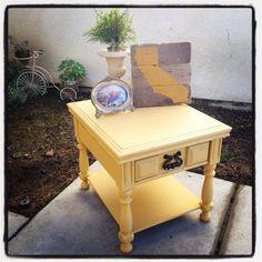 Renewed painted side table. Annie Sloan chalkpaint arles. UniqueAntweaks