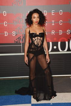 FKA Twigs in Atelier Versace // See our top 22 best dressed celebs on the MTV VMAs 2015 red carpet Atelier Versace, Versace 2015, Versace Versace, Mtv Video Music Award, Music Awards, Mtv Music, Celebrity Red Carpet, Celebrity Look, Celeb Style