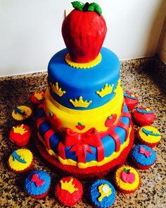 SnowWhite Cake and Cupcakes  Torta Blancanieves