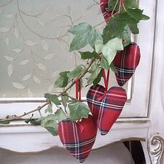 Scottish christmas hearts.. @Nicola Pearce Stevenson should get these as she is Scottish!