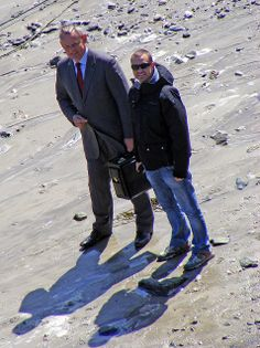2009 MAY - Martin Clunes, Doc Martin, Port Gaverne, Cornwall | Flickr - Photo Sharing!