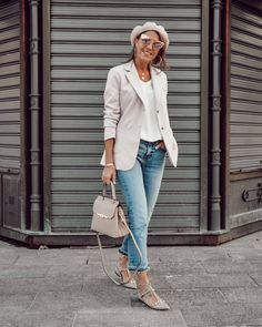 This drives me sooo much 🌸 Camelia Roma, Flat Shoes Outfit, Denim Fashion, Womens Fashion, Valentino Rockstud, Professional Outfits, Daily Outfit, Blazer, Chic