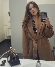 The men's room had better lighting. Winter Professional Outfits, Young Professional Fashion, Casual Winter Outfits, Celebrity Outfits, Celebrity Style, Liz Gilles, Spring Work Outfits, Fall Outfits, Aesthetic Fashion