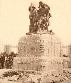 Reims et Bamako, des monuments jumeaux issus d'un même moule, à la mémoire des soldats de l'Empire colonial.