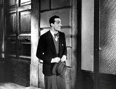 """Vittorio De Sica in Mario Camerini's """"Gli uomini, che mascalzoni..."""" (Italian title: """"What Scoundrels Men Are"""", 1932)."""