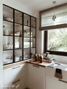 Metal kitchen cupboards are again in model again as a new technology of homeowners are discovering how reasonably priced and low upkeep these cabinets may be. Kitchen Decor, Kitchen Inspirations, Interior Design Kitchen, Home Decor Kitchen, Kitchen Room Design, Home Kitchens, Kitchen Design Small, Framed Kitchen Cabinets, Kitchen Room
