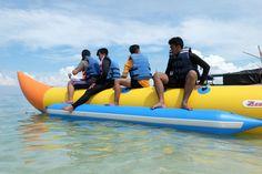 Banana Boat dan Permainan Air di Gili Labak Banana Boat, Surabaya, Dan, Explore, Outdoor Decor, Banana Split, Banana Boat Recipes, Exploring