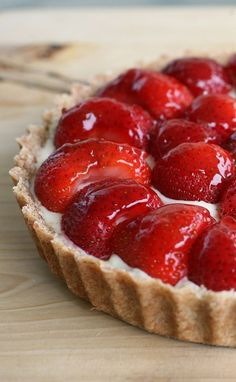 dessert with strawberries and chocolate \ dessert with strawberries Strawberry Cake Cookies, Strawberry Tart, Strawberry Desserts, Tart Recipes, Cheesecake Recipes, Sweet Recipes, Best Chocolate Chip Cookies Recipe, Chocolate Recipes, Cinnabon