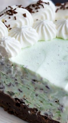 Mint Chocolate Chip Brownie Ice Cream Cake ~ It looks fancy but it's super-simple to make, with no ice cream maker required!
